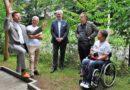 Eine Rollstuhlschaukel für das Erfahrungsfeld zur Entfaltung der Sinne